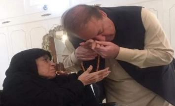وفاة والدة رئیس وزراء باکستان السابق ..