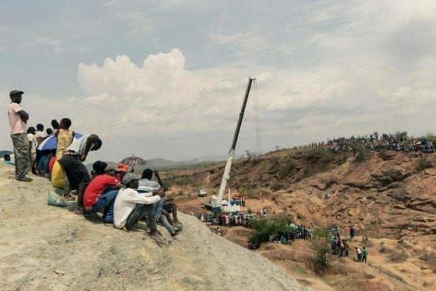 First body pulled from Zimbabwe gold mine disaster