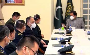 رئیس وزراء باکستان یستقبل وزیر الدفاع ..