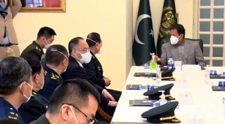 رئیس وزراء باکستان یستقبل وزیر الدفاع الصیني وي فینغ خلال زیارتہ للباکستان