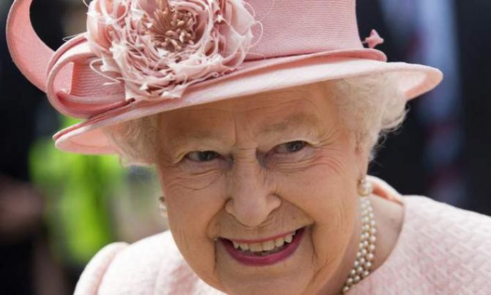 Queen Elizabeth to miss family Christmas over virus fears