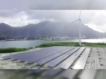 """""""أبوظبي للتنمية"""" يمول 90 مشروعا في قطاع الطاقة المتجددة بقيمة 4.7 مليار درهم"""