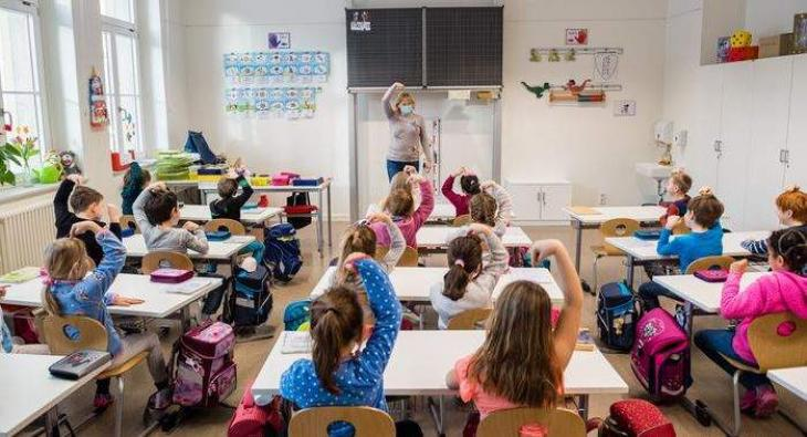 German pupils return to schools despite rising infections