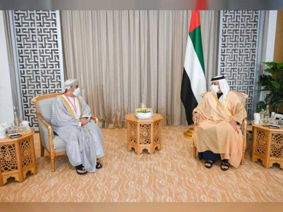 منصور بن زايد يستقبل سفير سلطنة عمان