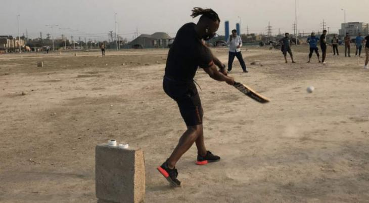 Daren Sammy plays street cricket in Lahore