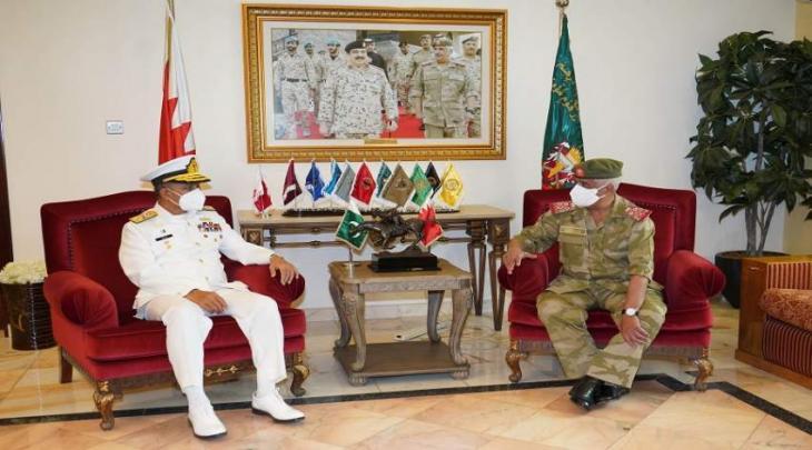 رئیس الحرس الوطني البحریني یستقبل قائد القوات البحریة الباکستانیة الأدمیرال محمد أمجد خان نیازي