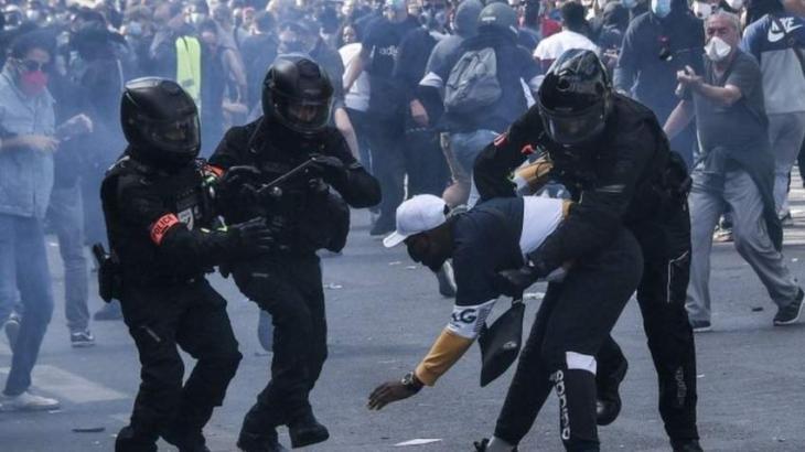 Demonstration Against Racism, Police Brutality Underway in Paris