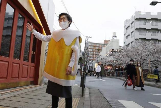 Restaurant Owner Sues Tokyo Over Coronavirus Curfew - Reports