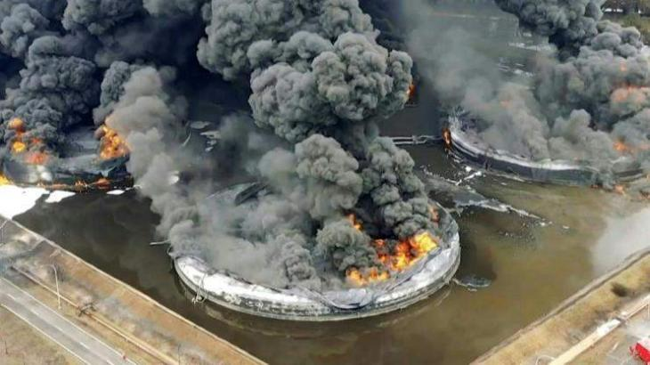 Indonesian firefighters battle days-long oil refinery inferno