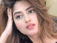 Sajal Aly achieves the milestone of 7 million followers on Instag ..