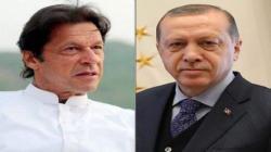 رئیس الوزراء عمران خان یتلقی اتصالا ھاتفیا من رئیس ترکیا