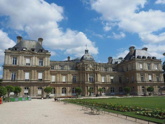 French Upper House Approves National Strategy to Curb COVID-19 Pandemic
