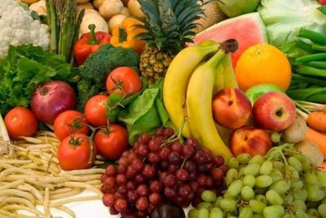Mobile vendors displaying fruit, vegetables chaat attracting customers in Melody