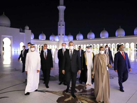 Prime Minister of Iraq visits Sheikh Zayed Grand Mosque