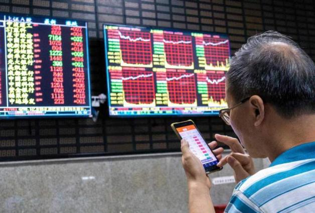 Chinese stocks close slightly lower 06 april 20201