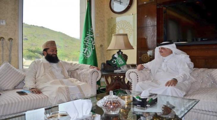 رئیس لجنة روٴیة الھلال عبدالخبیر آزاد یجتمع بسفیر السعودیة لدی اسلام آباد