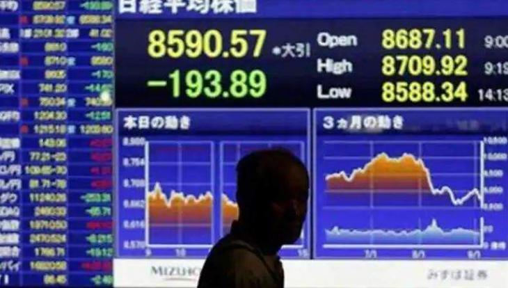 Tokyo stocks close lower with shortage of clues