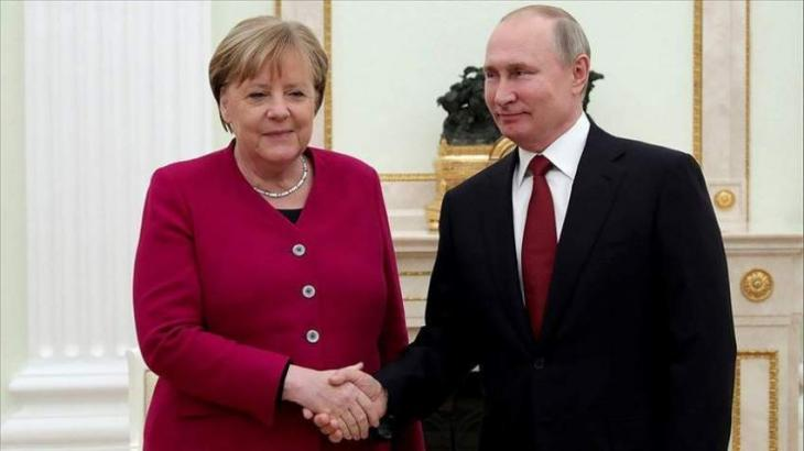 Merkel Called on Putin to Reverse Military Buildup Near Ukrainian Borders - Berlin
