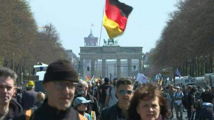Police fire tear gas in protest against German virus law