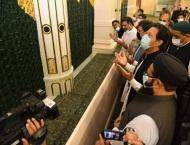 Prime Minister pays respects at Roza-e-Rasool (SAW)