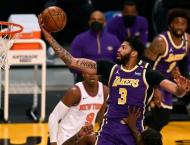 Last-gasp Lakers keep Knicks waiting for playoff berth