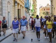 Cuba immunizes tourism workers against COVID-19