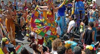 Brazil carnival artist rises above pandemic -- on stilts