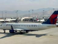 US flight diverted after man threatens to 'take plane down'