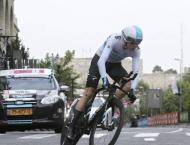 Chris Froome wins battle to race Tour de France again