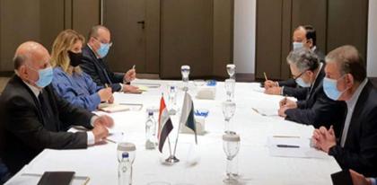 Qureshi meets Iraqi FM; stresses liberalizing visa regime for Pakistani pilgrims