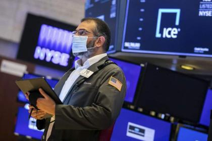 European stocks nudge lower at open