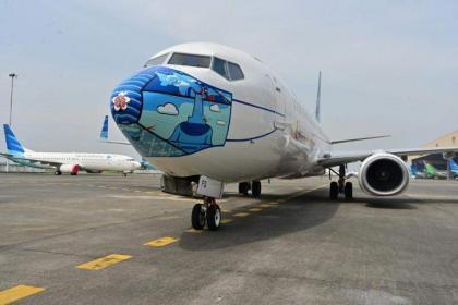 Indonesia carrier Garuda's shares halted over bond default