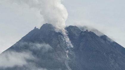 Indonesia's volcano Merapi emits hot clouds 1.5 km to southwest