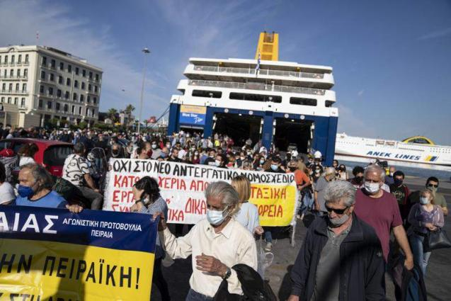 Strike over labour reform disrupts transport in Greece