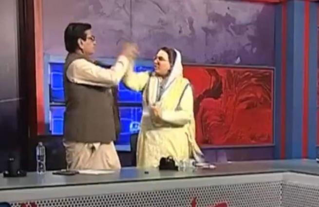 Twitter reacts as #FirdousAshiqAwan's clip of slapping Mandokhels goes viral