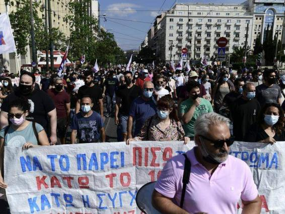 Thousands strike in Greece over labour reform