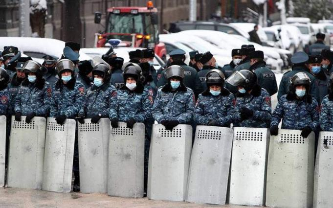 Armenian Police Detain 16 Dashnaktsutyun Party Protesters Near Government Building