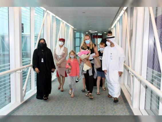 تجسيدا لقيم التضامن الإنساني.. الإمارات تجمع شمل عائلة أسترالية علقت في سريلانكا أكثر من 30 يوما