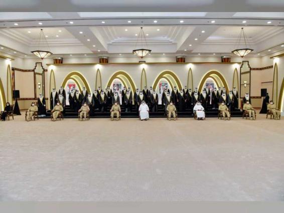 أحمد بن محمد يشهد العرس الجماعي لــ 51 عريساً من موظفي شرطة دبي