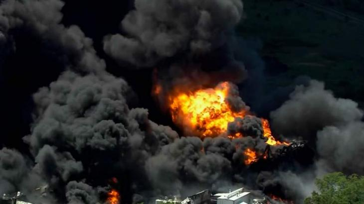 Giant fire hits Illinois chemical plant
