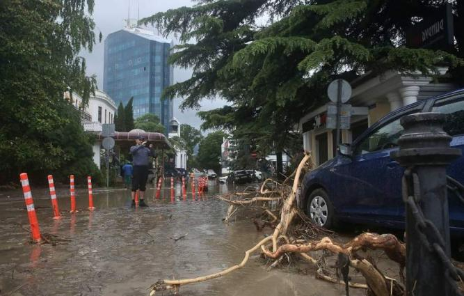 Crimea's Resort City of Yalta Prepares for New Bout of Heavy Rains - Mayor