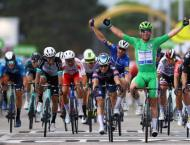 Cavendish wins again, needs one more to equal Merckx Tour record ..