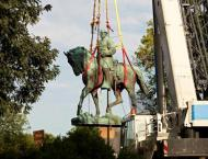 US city removes flashpoint Confederate statues