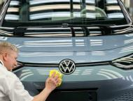 VW lowers car deliveries outlook over chip woes