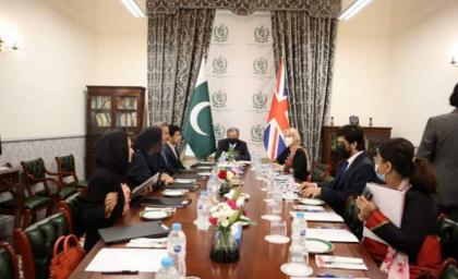 Shafqat discusses educational collaboration with UK organizations