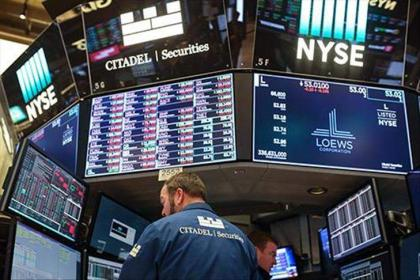 US stocks advance on strong earnings reports