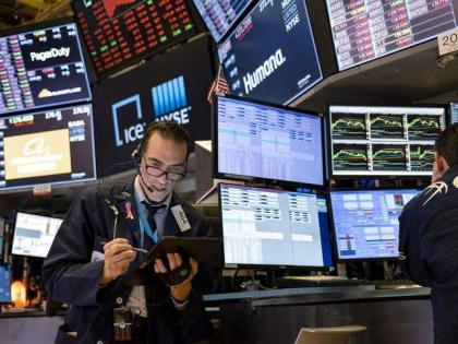 Dow dips after lackluster hiring data