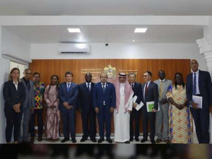 سفير الدولة يستضيف اجتماعا لبحث تنفيذ مشاريع تنموية في القمر المتحدة