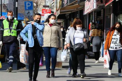 Turkey reports 27,688 daily COVID-19 cases