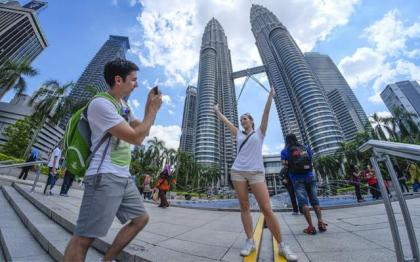 Malaysia's tourism receipts plunge 71.2 pct to 12.51 bln USD